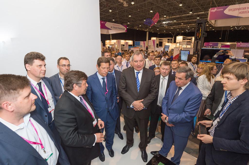 Стенд «Прорыва» на «Технопроме-2016» посетил вице-премьер РФ Дмитрий Рогозин